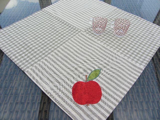 Ubrus šedý s jablíčkem