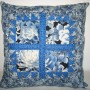 Okno – modré chryzantémy
