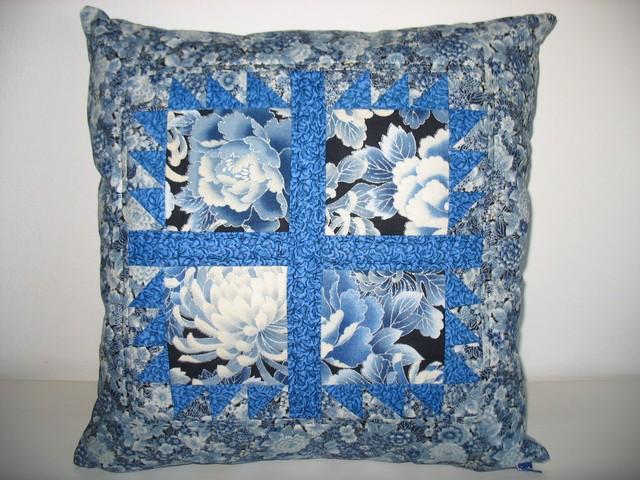 Okno - modré chryzantémy