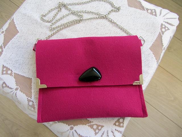 Plstěná kabelka fuchsiová s kamenem